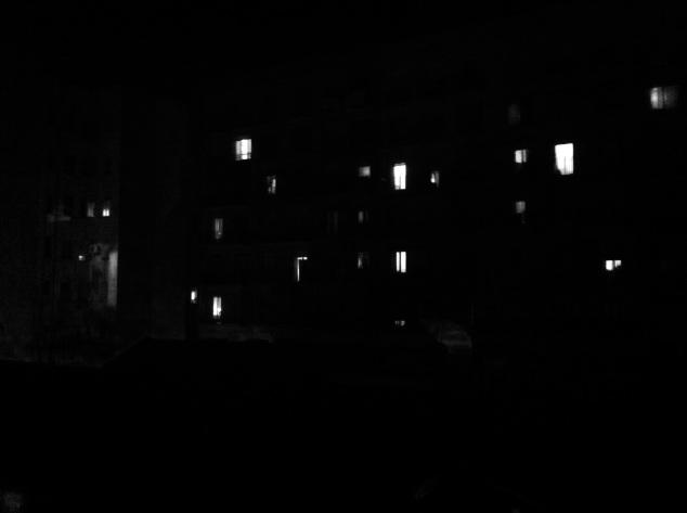 el patio de mi casa no es particular, cuando anochece se oscurece como los demás